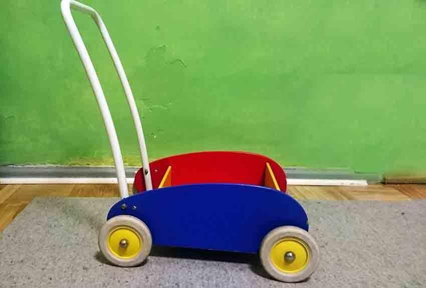Baby laufen lernen - Lauflernwagen schadet der Entwicklung