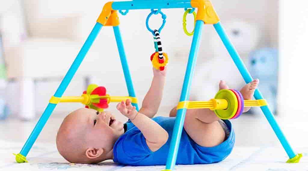Spielbogen für ein Baby